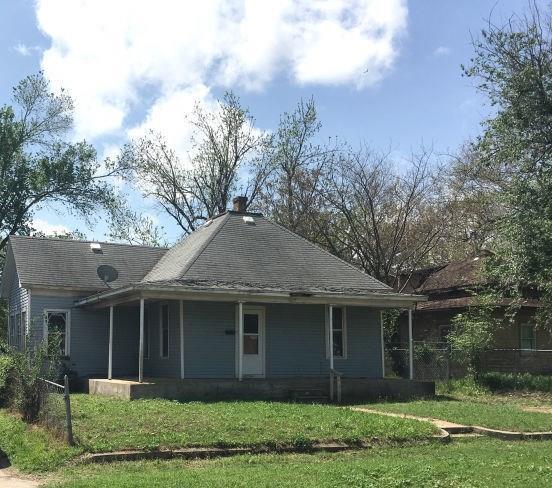 929 E Oklahoma Avenue, Enid, OK 73701 (MLS #804992) :: Wyatt Poindexter Group