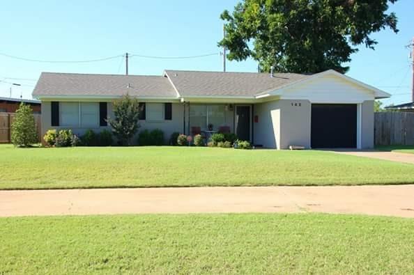 142 Cameron Drive, Altus, OK 73521 (MLS #805626) :: Wyatt Poindexter Group