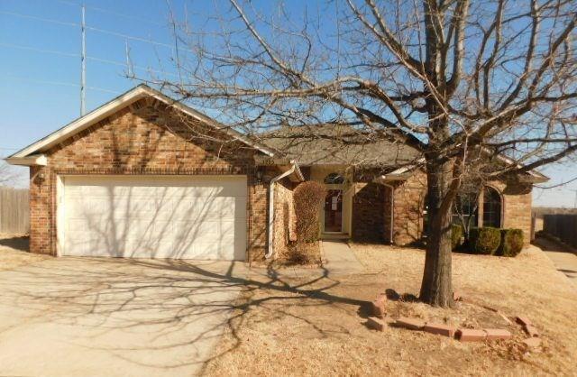 2205 SW 135th Place, Oklahoma City, OK 73170 (MLS #806895) :: Wyatt Poindexter Group
