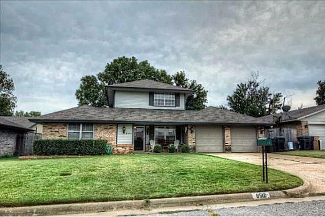 8512 NW 92nd Street, Oklahoma City, OK 73132 (MLS #807746) :: Wyatt Poindexter Group