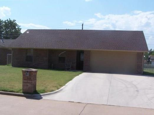 30 Hillcrest, Chickasha, OK 73018 (MLS #808558) :: Wyatt Poindexter Group