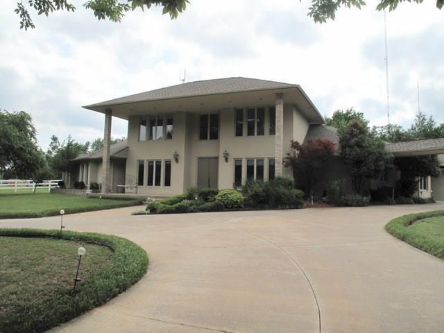 9405 Bartlett Drive, Oklahoma City, OK 73131 (MLS #809141) :: Wyatt Poindexter Group