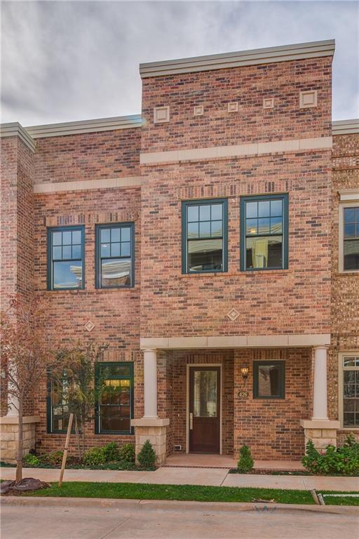 426 NE 1st Terrace, Oklahoma City, OK 73104 (MLS #809958) :: Wyatt Poindexter Group