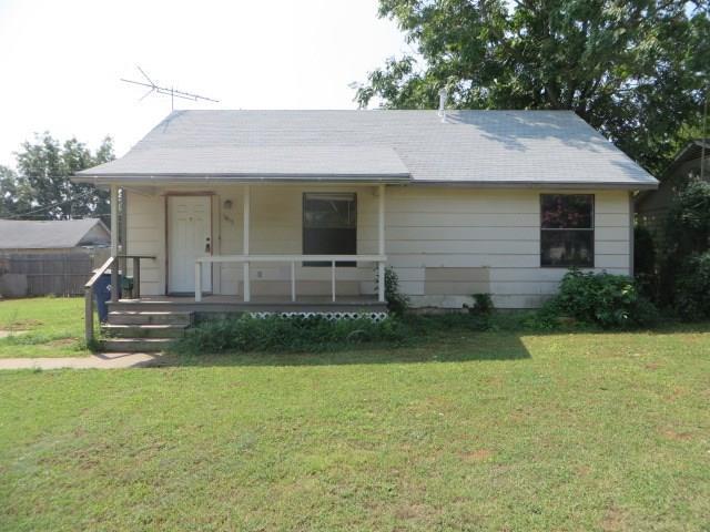 1813 California Avenue, Chickasha, OK 73018 (MLS #810880) :: UB Home Team