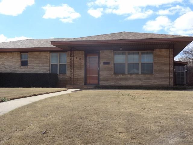 1404 N Market, Cordell, OK 73632 (MLS #811807) :: Homestead & Co