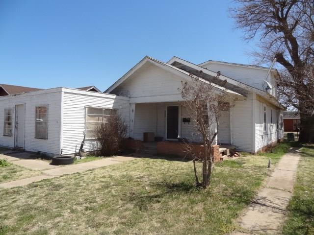 209 S Market, Cordell, OK 73632 (MLS #815536) :: Wyatt Poindexter Group