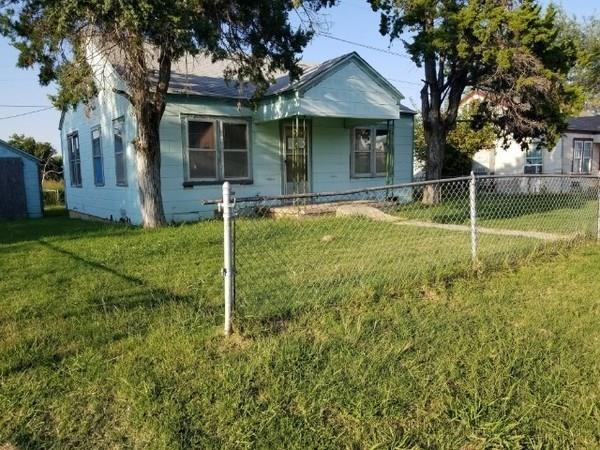 110 NE Bell, Lawton, OK 73507 (MLS #815817) :: Wyatt Poindexter Group