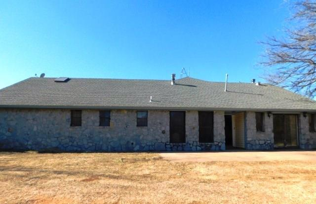 18031 W Highway 66, Calumet, OK 73014 (MLS #816828) :: UB Home Team