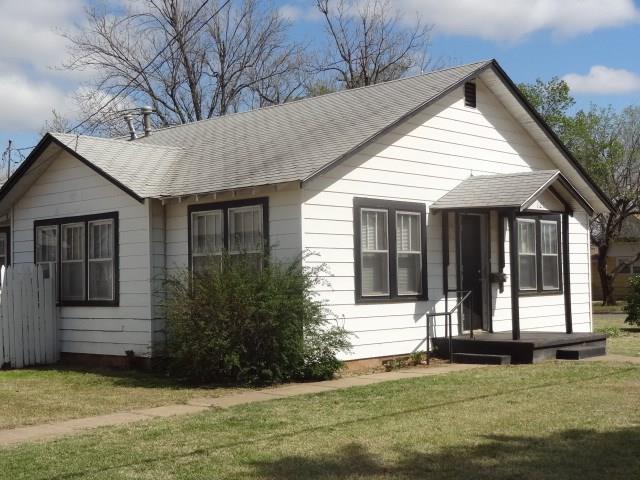 121 S Linwood, Cordell, OK 73632 (MLS #817376) :: Wyatt Poindexter Group