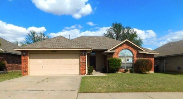 9300 Winfield Lane, Moore, OK 73160 (MLS #818013) :: Wyatt Poindexter Group