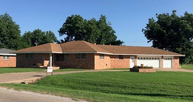 400 Van Kirk Avenue, Mountain View, OK 73062 (MLS #821734) :: Erhardt Group at Keller Williams Mulinix OKC