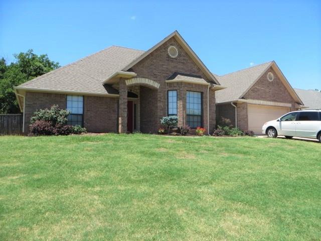 2837 Country Club Drive, Chickasha, OK 73018 (MLS #824096) :: Wyatt Poindexter Group
