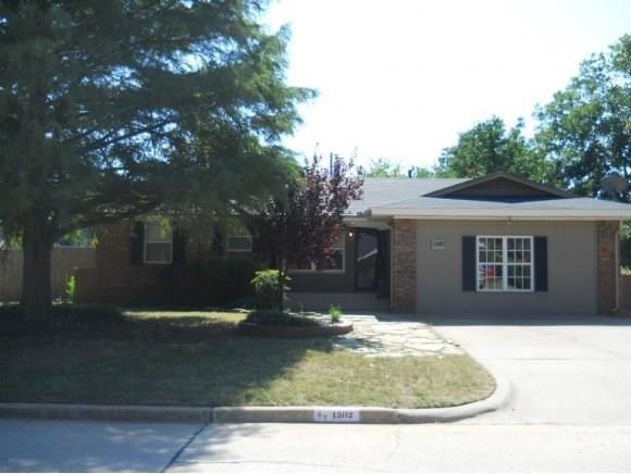1502 1502 Oakwood Dr. Drive, Norman, OK 73069 (MLS #824328) :: Wyatt Poindexter Group