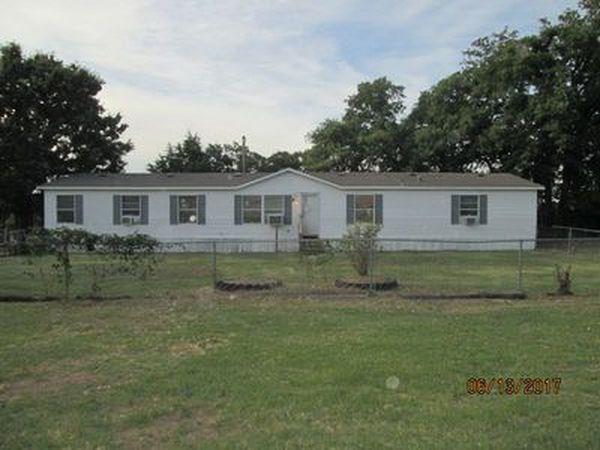 1880 Midway Drive, Harrah, OK 73045 (MLS #825191) :: Wyatt Poindexter Group