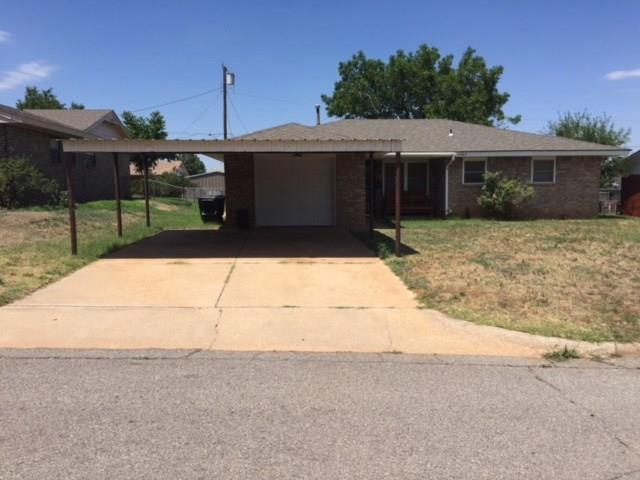 1405 Wells, Clinton, OK 73601 (MLS #825229) :: Wyatt Poindexter Group
