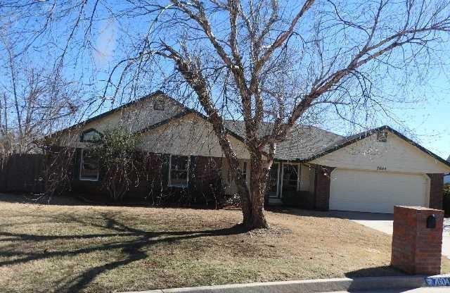 7604 Maehs Circle, Oklahoma City, OK 73162 (MLS #827726) :: Wyatt Poindexter Group