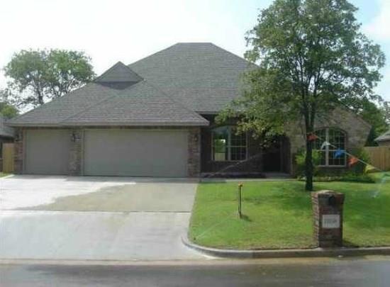 13158 Red Oak Drive, Choctaw, OK 73130 (MLS #829236) :: Homestead & Co