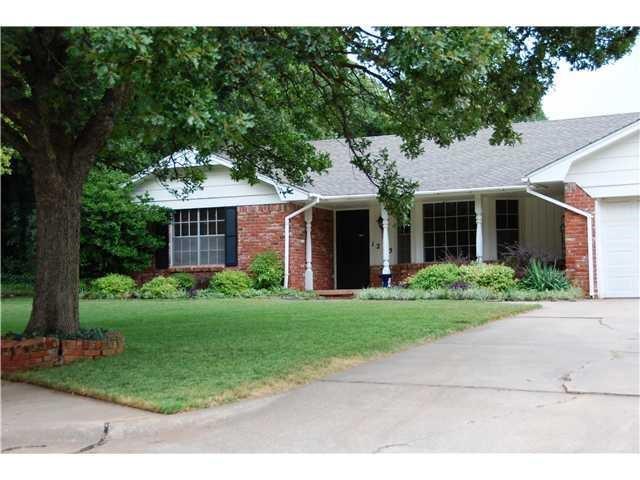 1205 Mockingbird Lane, Edmond, OK 73034 (MLS #831027) :: Wyatt Poindexter Group