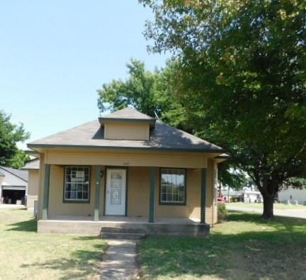 1207 S Barker, El Reno, OK 73036 (MLS #831125) :: Wyatt Poindexter Group