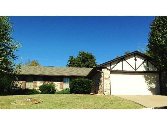 1037 Oak Hill Drive, Midwest City, OK 73110 (MLS #833503) :: Wyatt Poindexter Group