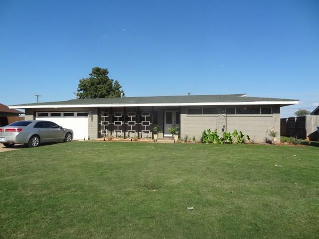 1624 Crestview, Cordell, OK 73632 (MLS #833814) :: Wyatt Poindexter Group