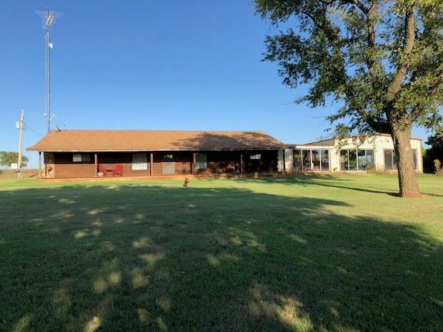 10880 N 2260, Clinton, OK 73601 (MLS #834268) :: UB Home Team