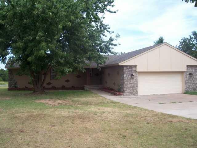 5928 Randal Drive, Spencer, OK 73084 (MLS #834606) :: Wyatt Poindexter Group