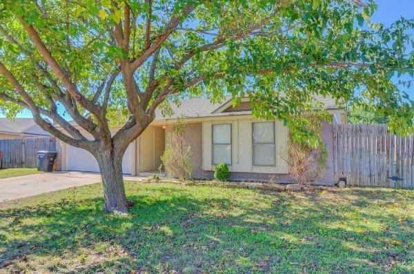 1301 Aspen Drive, Moore, OK 73160 (MLS #839869) :: Wyatt Poindexter Group