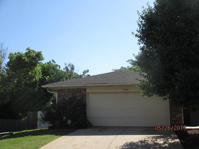 7206 Lakewood Circle, Oklahoma City, OK 73132 (MLS #839900) :: Erhardt Group at Keller Williams Mulinix OKC