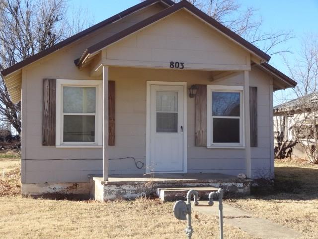 803 Roach, Dill City, OK 73641 (MLS #846097) :: KING Real Estate Group
