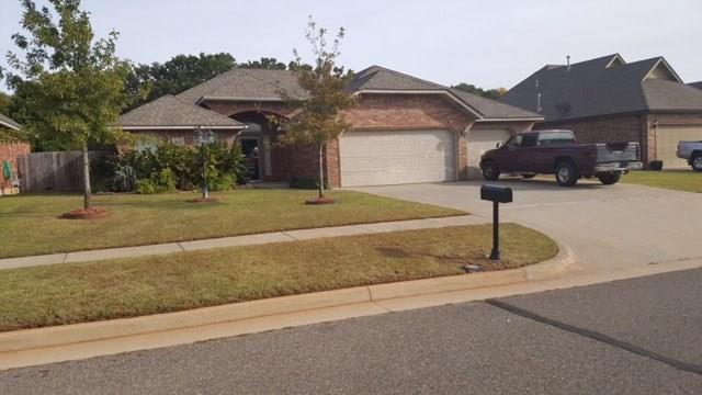 920 Ashwood Lane, Moore, OK 73160 (MLS #846148) :: KING Real Estate Group