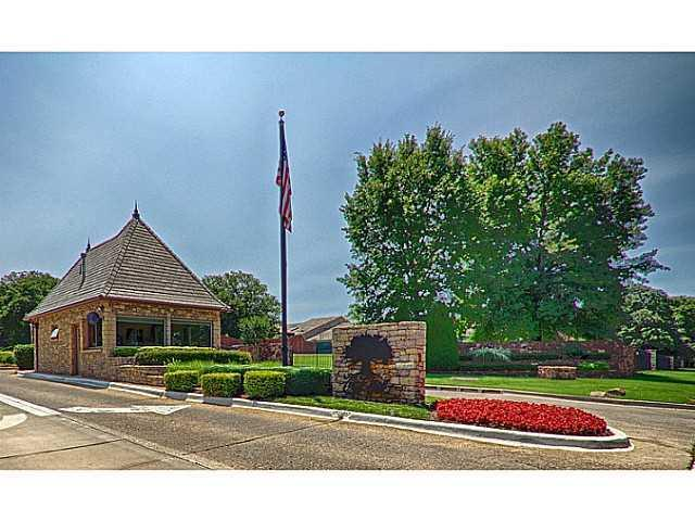 708 Gold Cypress Court, Edmond, OK 73025 (MLS #847576) :: Homestead & Co