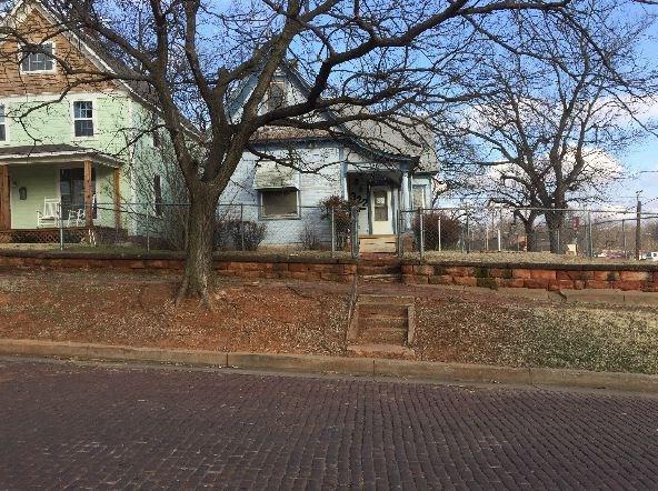 322 S 1st Street, Guthrie, OK 73044 (MLS #853532) :: Homestead & Co