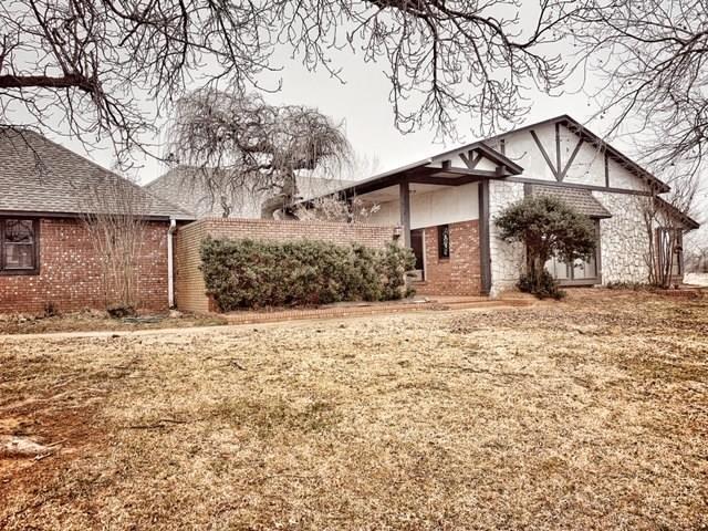 8951 108th Street, Noble, OK 73068 (MLS #853839) :: KING Real Estate Group