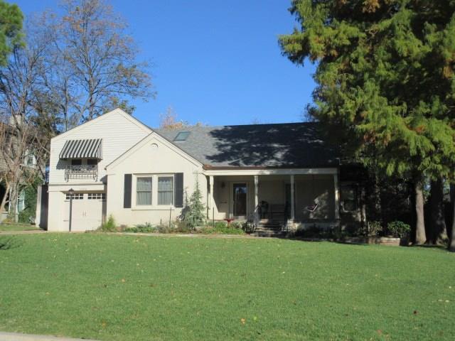 1403 Sherwood Lane, Nichols Hills, OK 73116 (MLS #855545) :: Homestead & Co