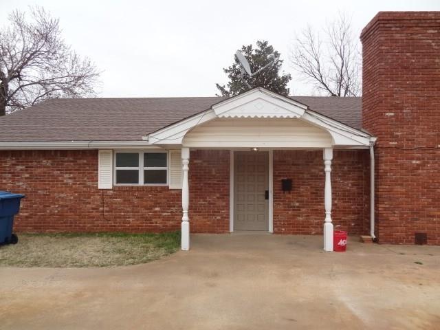 804 E 2nd Street, Cordell, OK 73632 (MLS #857207) :: Homestead & Co