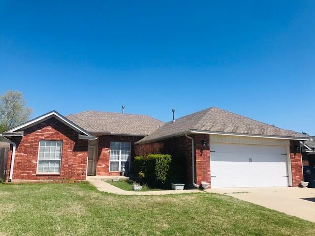 285 Woodlands Drive, Harrah, OK 73045 (MLS #862604) :: KING Real Estate Group
