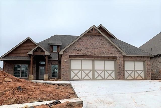 8200 Crew Lane, Edmond, OK 73034 (MLS #863202) :: Homestead & Co