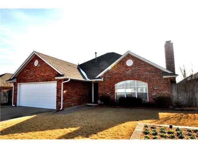 1120 SW 132nd Place, Oklahoma City, OK 73170 (MLS #863766) :: Homestead & Co