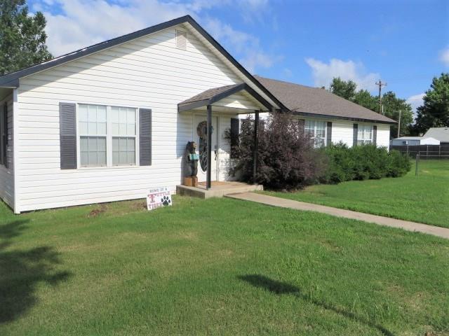 107 SW 2nd Street, Tuttle, OK 73089 (MLS #870809) :: Erhardt Group at Keller Williams Mulinix OKC