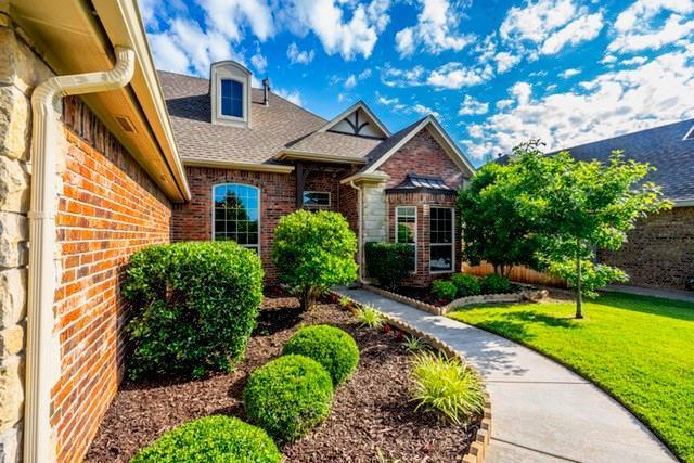 2528 SE 13th Street, Moore, OK 73160 (MLS #871341) :: Homestead & Co