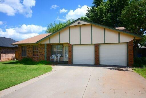 656 W Perry Drive, Mustang, OK 73064 (MLS #871523) :: Erhardt Group at Keller Williams Mulinix OKC