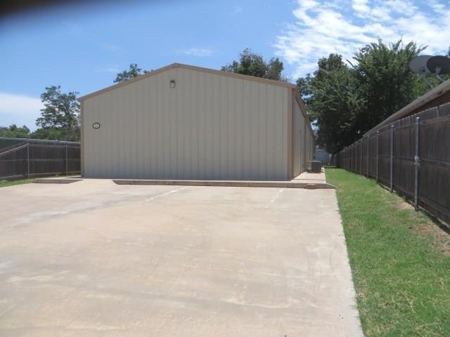 315 W Iowa Avenue, Chickasha, OK 73018 (MLS #871741) :: Erhardt Group at Keller Williams Mulinix OKC