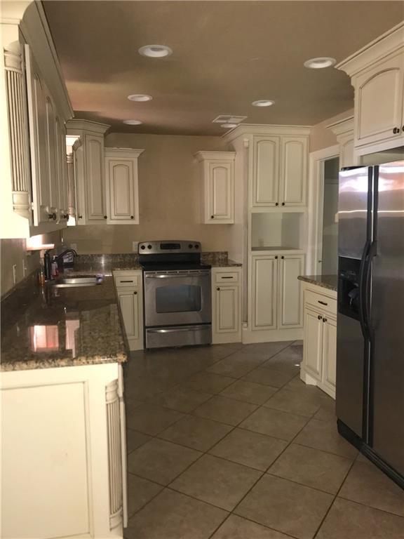 1205 S Howard Avenue, Moore, OK 73160 (MLS #875462) :: KING Real Estate Group