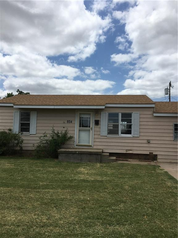 604 W Chris Street, Altus, OK 73521 (MLS #875885) :: Homestead & Co