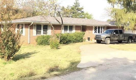 1309 6th Street, Pawnee, OK 74058 (MLS #876947) :: Homestead & Co
