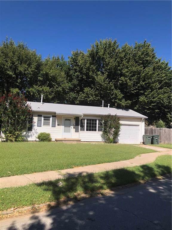 201 W 8th Street, Edmond, OK 73003 (MLS #881804) :: Homestead & Co