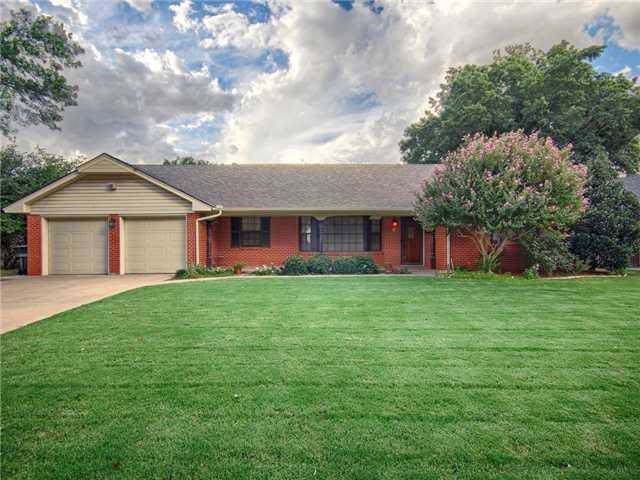 3113 Kerry Lane, Oklahoma City, OK 73120 (MLS #883505) :: Homestead & Co