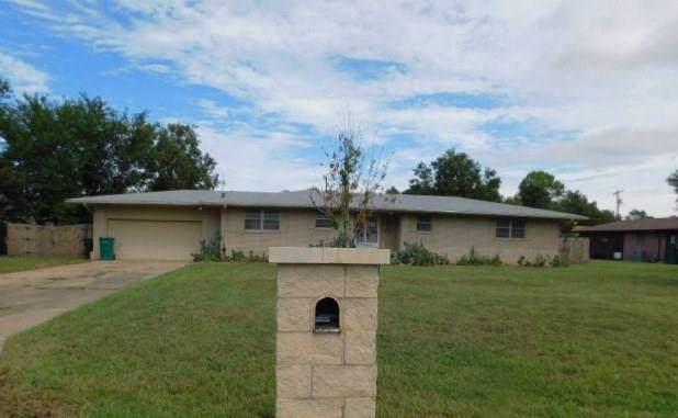 501 Bell Fountaine Drive, Moore, OK 73160 (MLS #883852) :: Erhardt Group at Keller Williams Mulinix OKC