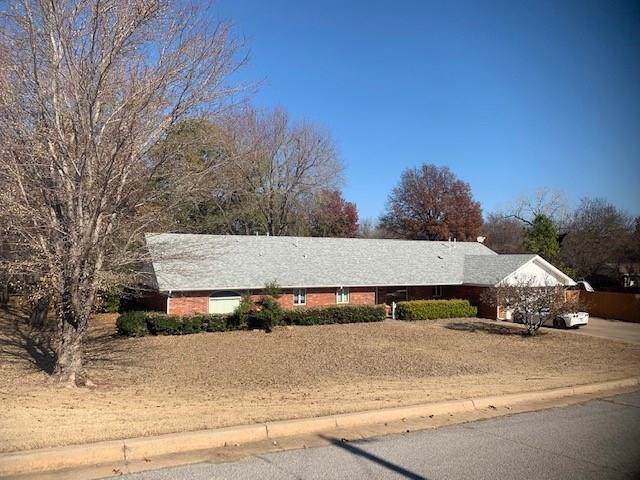 2420 Pearl Street, Chickasha, OK 73018 (MLS #885361) :: Homestead & Co